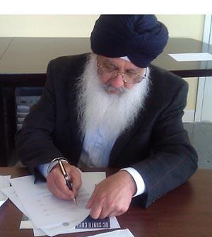 Sikh-signing-300.jpg