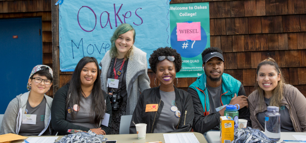 Oakes students greet new first-years at move-in. Photo by Carolyn Lagattuta